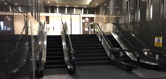 歩いて横浜駅からYCATへ(深夜時間)