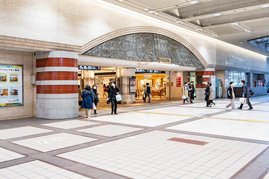 横浜駅東口地下街ポルタへ
