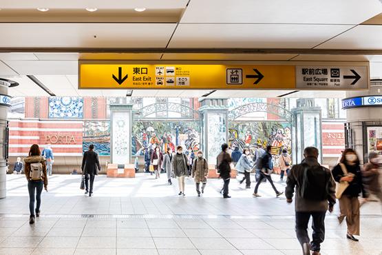 横浜東口からポルタへ